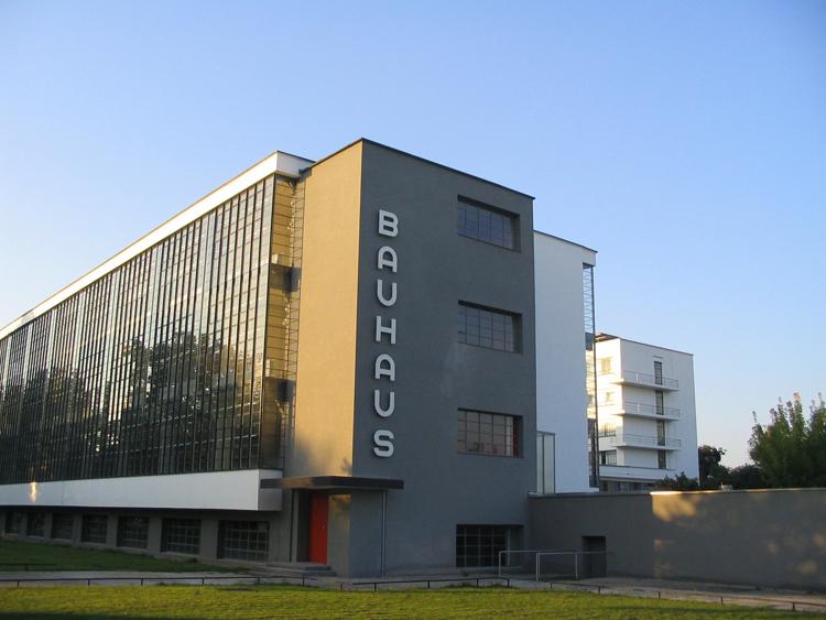 4Bauhaus-Dessau_main_building  Bauhaus: 1919-1933 4Bauhaus Dessau main building