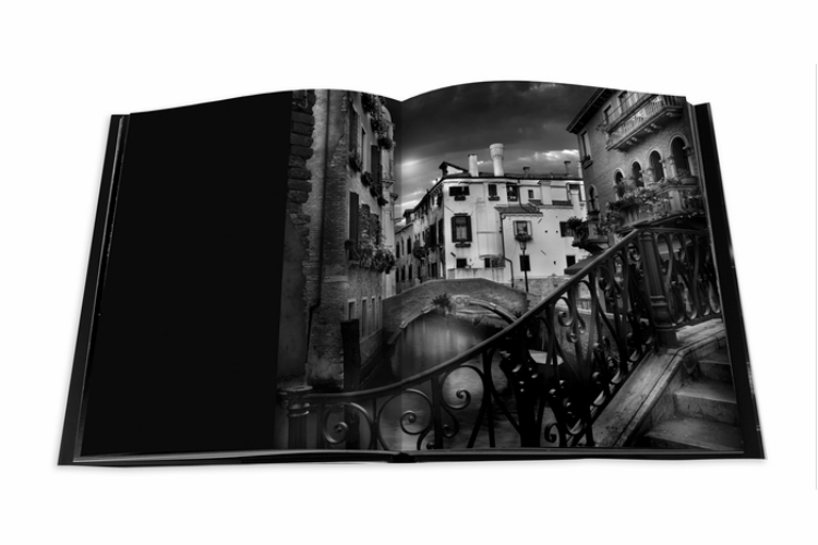 The-Light-of-Venice-a-beautiful-photography-book  The Light of Venice, a beautiful photography book The Light of Venice a beautiful photography book3