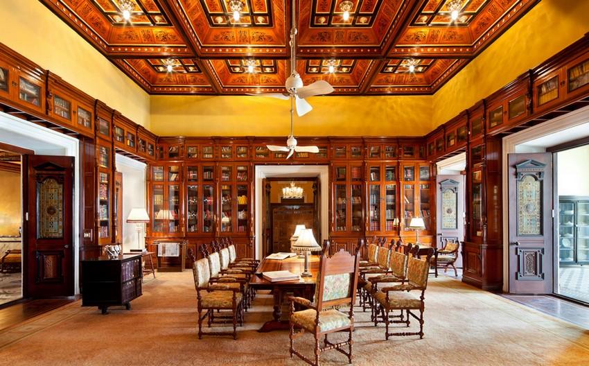 Hotel Libraries Around the World (1)