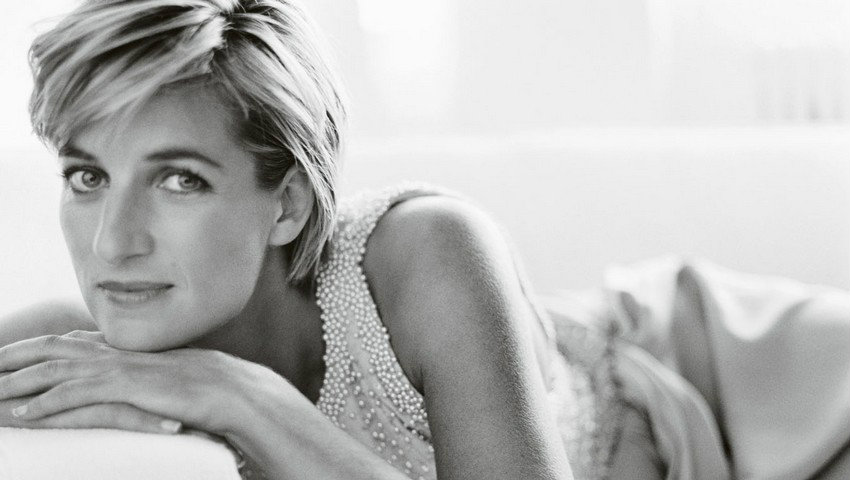 Photography Book: Princess Diana's Life in Pictures