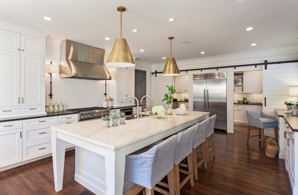 Learn the Best Ways to Introduce Gold Finishes Into Your Home Decor 8